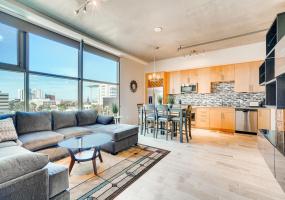 353 E Bonneville, Las Vegas, United States 89101, 1 Bedroom Bedrooms, ,1 BathroomBathrooms,Condo,Furnished,Juhl,E Bonneville,6,1317