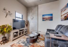 353 E Bonneville, Las Vegas, Nevada, United States 89101, 2 Bedrooms Bedrooms, ,2 BathroomsBathrooms,Condo,Furnished,Juhl,E Bonneville,7,1323